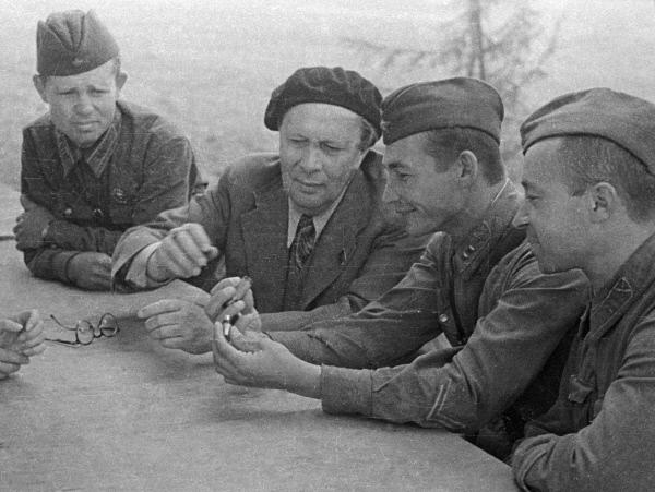 Писатели — военные корреспонденты: Алексей Толстой