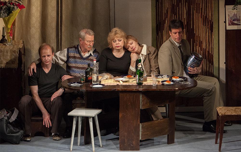 «Утоли мои печали»: искренний спектакль о семье в театре Комиссаржевской