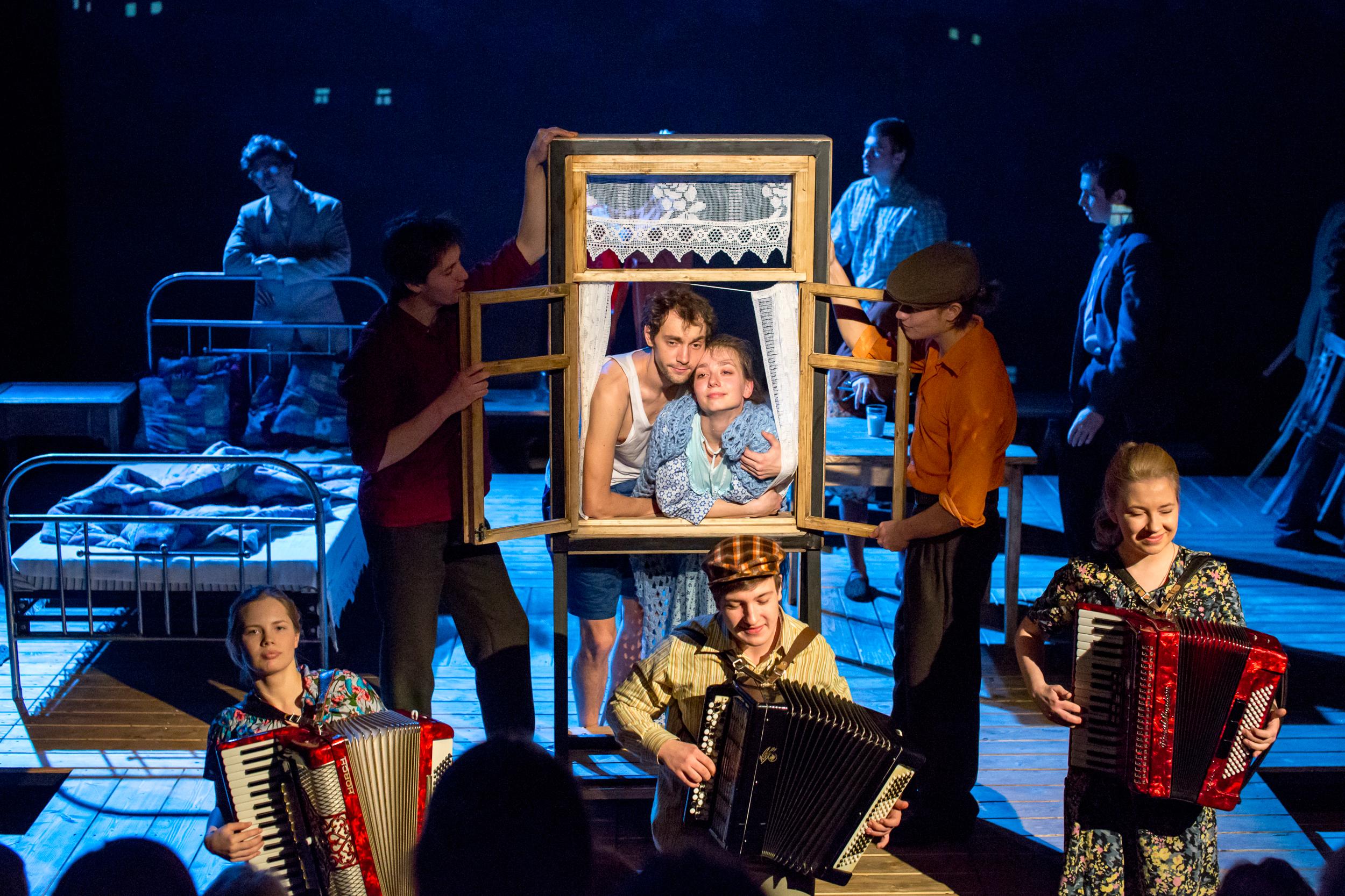 «Обыкновенные чудики» на сцене Молодежного театра на Фонтанке