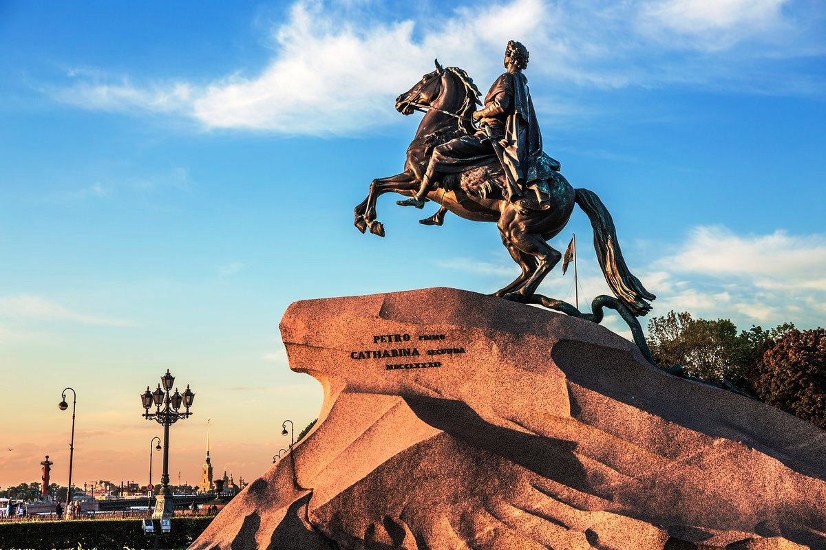 """Над возмущенною Невою стоит с простертою рукою кумир на бронзовом коне"""