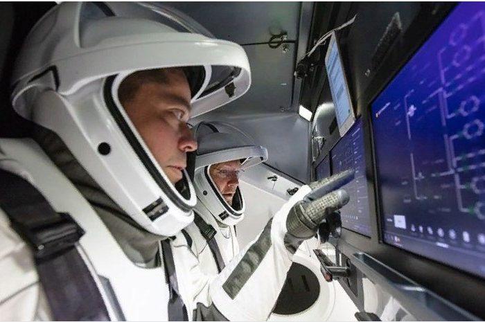 Космонавты готовятся к историческому полёту